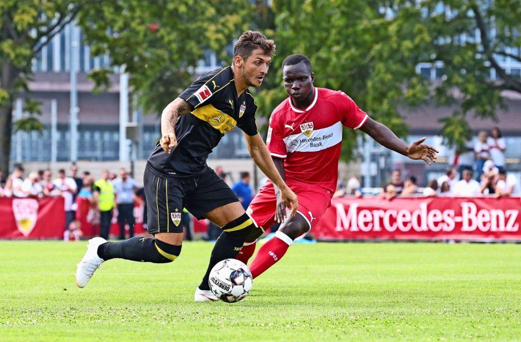 Für Matthias Zimmermann (li.), hier im Zweikampf mit Chadrac Akolo, interessiert sich Fortuna Düsseldorf. Foto: Baumann