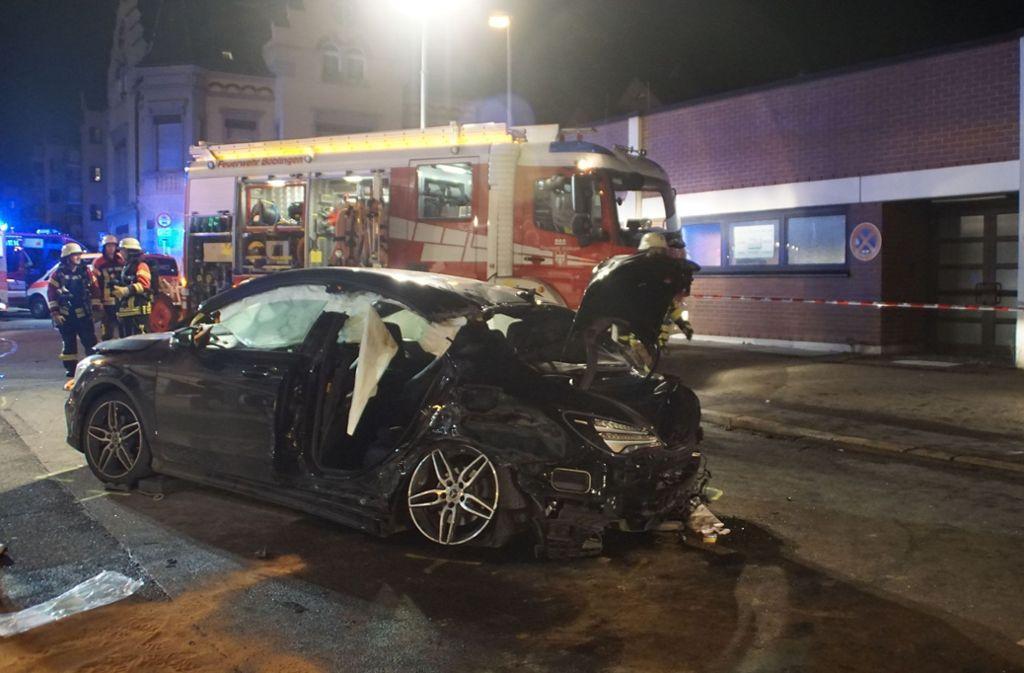 Bei dem Unfall in der Böblinger Innenstadt haben sich sechs Personen verletzt, eine davon schwer. Foto: SDMG