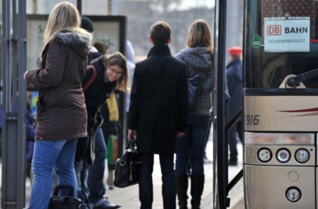 Zwischen Süßen und Geislingen müssen die Bahnkunden auf den Bus umsteigen. Foto: dpa