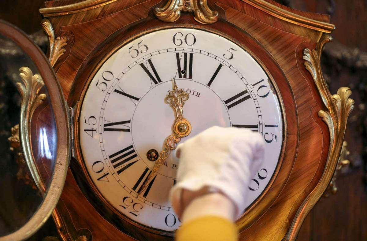 Am Sonntag (25. Oktober) ist es wieder so weit: Um 3 Uhr werden die Uhren um eine Stunde auf 2 Uhr zurückgestellt. Foto: Steve Parsons/PA Wire/dpa