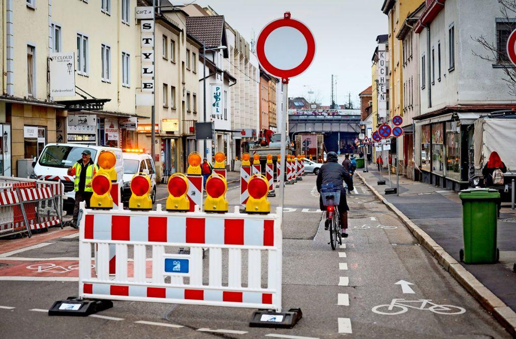 Die Schillerstraße wird zur Baustelle: Für Autos ist hier bis auf Weiteres kein Durchkommen mehr. Foto: factum/Simon Granville