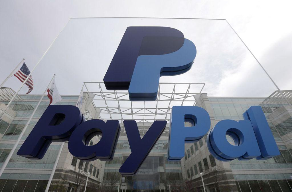 Berlin-Verbraucherschützer haben den Onlinebezahldienst PayPal wegen seiner 80 Seiten umfassenden Allgemeinen Geschäftsbedingungen (AGB) abgemahnt. Foto: AP