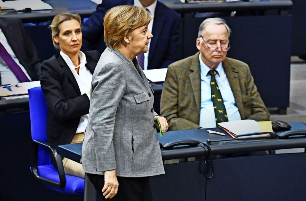Bühne Bundestag: Auch Gottfried Curio, der innenpolitische Sprecher der AfD-Fraktion, kann Minuten nach seinen Reden schauen, wie die Videos davon im Netz verbreitet werden. Foto: dpa
