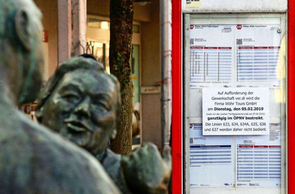 Seit dem Wochenende weisen Zettel auf den Streik hin, wie zum Beispiel hier in der Weissacher Ortsmitte. Foto: factum/Granville