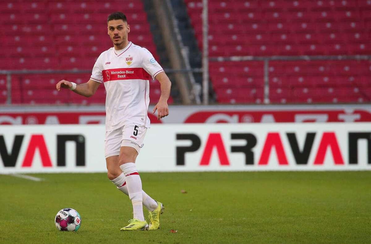 Konstantinos Mavropanos besetzt beim VfB den rechten Part in der Dreierkette. Foto: Baumann