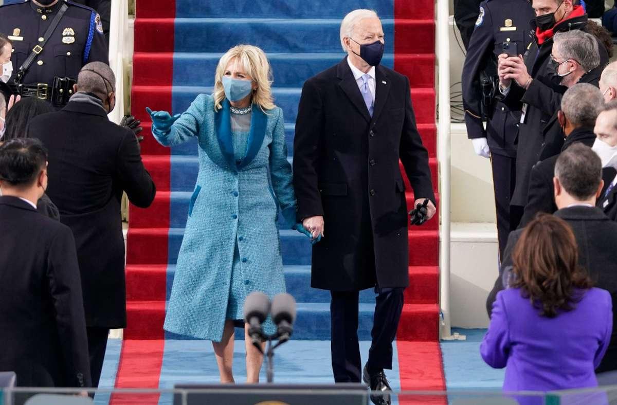 Jill Biden trug zur Amtseinführung ihres Mannes ein türkisblaues Ensemble. Foto: AFP/PATRICK SEMANSKY