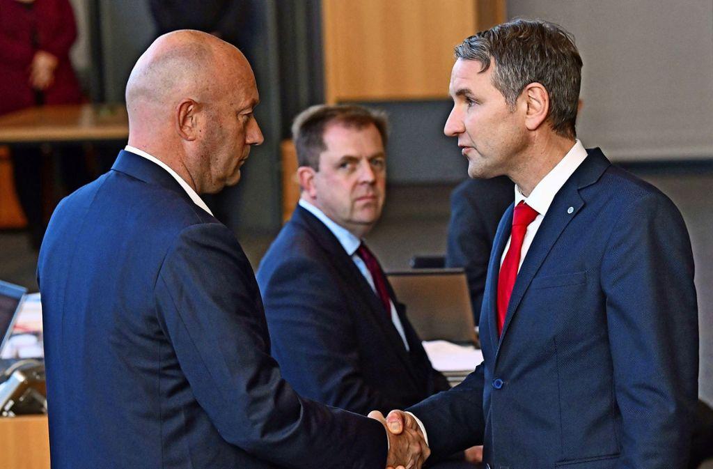 Umstritten: Thomas Kemmerich (links, FDP) war mit Hilfe der AfD und Björn Höcke (rechts) zum thüringischen Ministerpräsidenten    gewählt worden. Foto: dpa/Martin Schutt