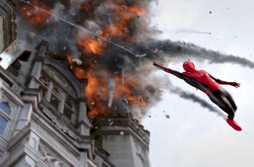 Er schwingt wieder: Tom Holland als Superheld Spider-Man, der seinen Augen nicht mehr trauen kann Foto: Verleih