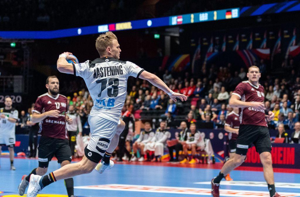 Die DHB-Auswahl gewann mit 28:27 gegen Lettland. Foto: dpa/Robert Michael