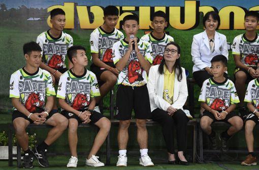 Thailändische Jungen berichten von ihren Erlebnissen in der Höhle