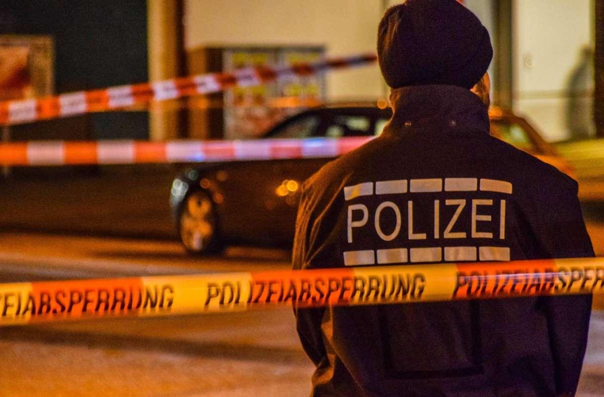 Der Tatverdächtige wehrte sich gegen die Festnahme durch die Polizei (Symbolbild). Foto: imago images/Einsatz-Report24/Fabian Geier