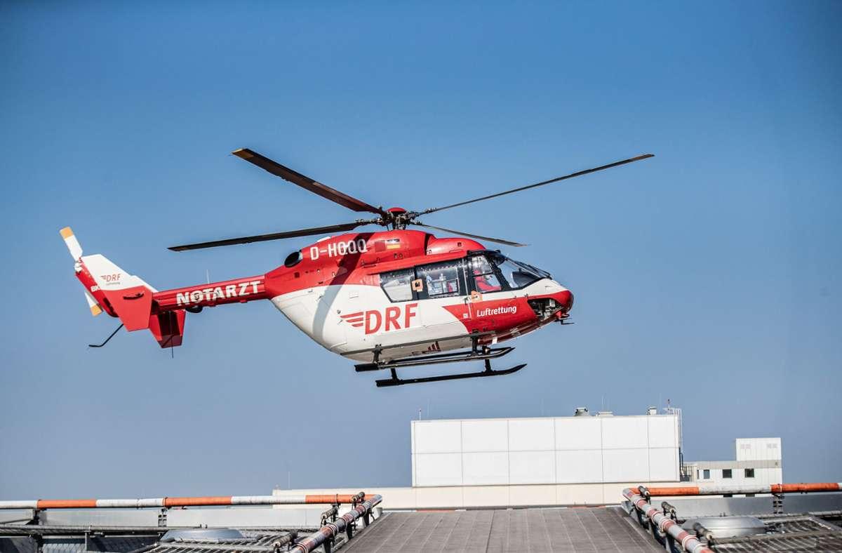 Der lebensgefährlich verletzte 35-Jährige musste mit einem Rettungshubschrauber in eine Spezialklinik geflogen werden. Foto: dpa/Marcel Kusch
