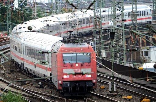 Schnellbahn-Strecke komplett  gesperrt