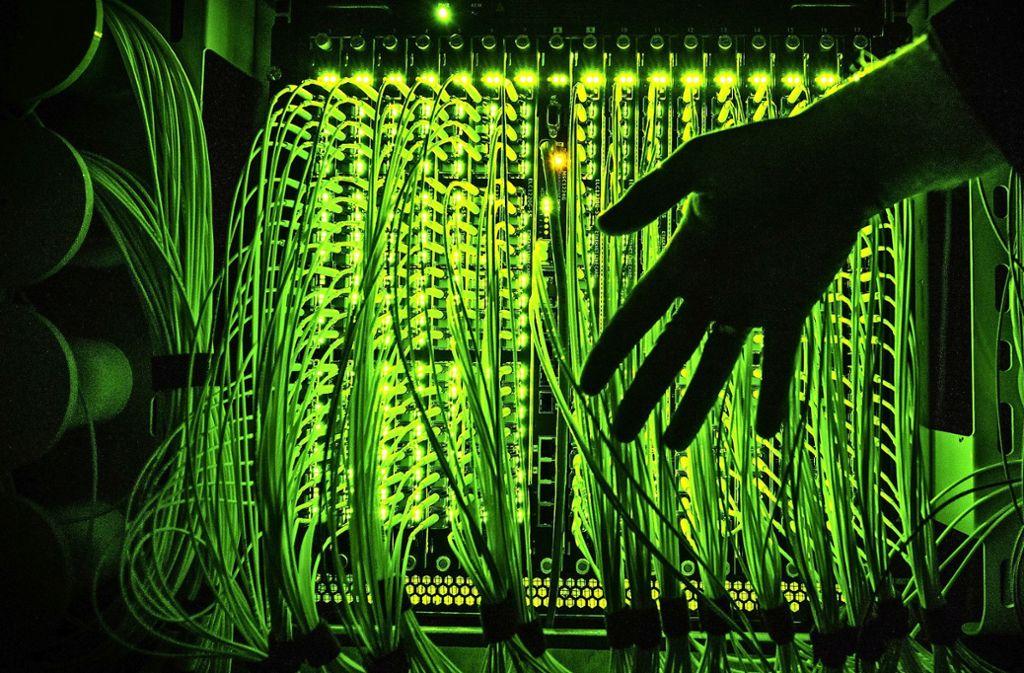 Glasfaserkabel ermöglichen schnelles Internet. Das Ziel der Gigabitregion Stuttgart ist es, dieses Netz auszubauen. Foto: dpa/Daniel Reinhardt