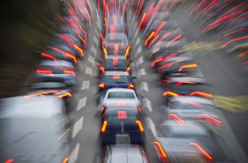 Lkw-Unfall stellt Pendler auf Geduldsprobe