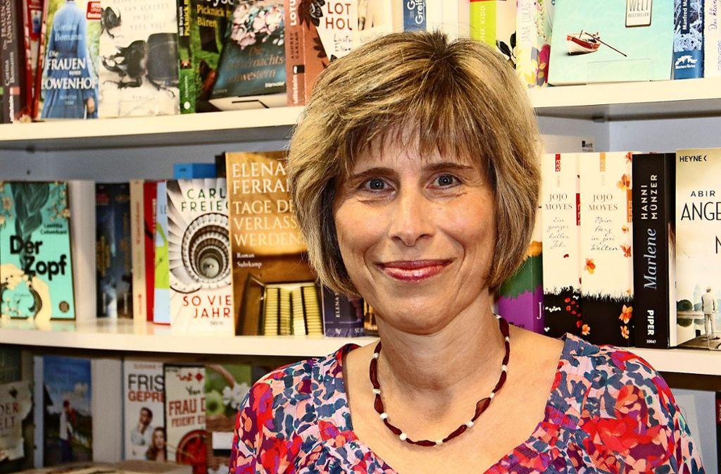 Regina Schopf bietet in ihrer Buchhandlung mehr als nur Lesestoff. Foto: Benjamin Schieler