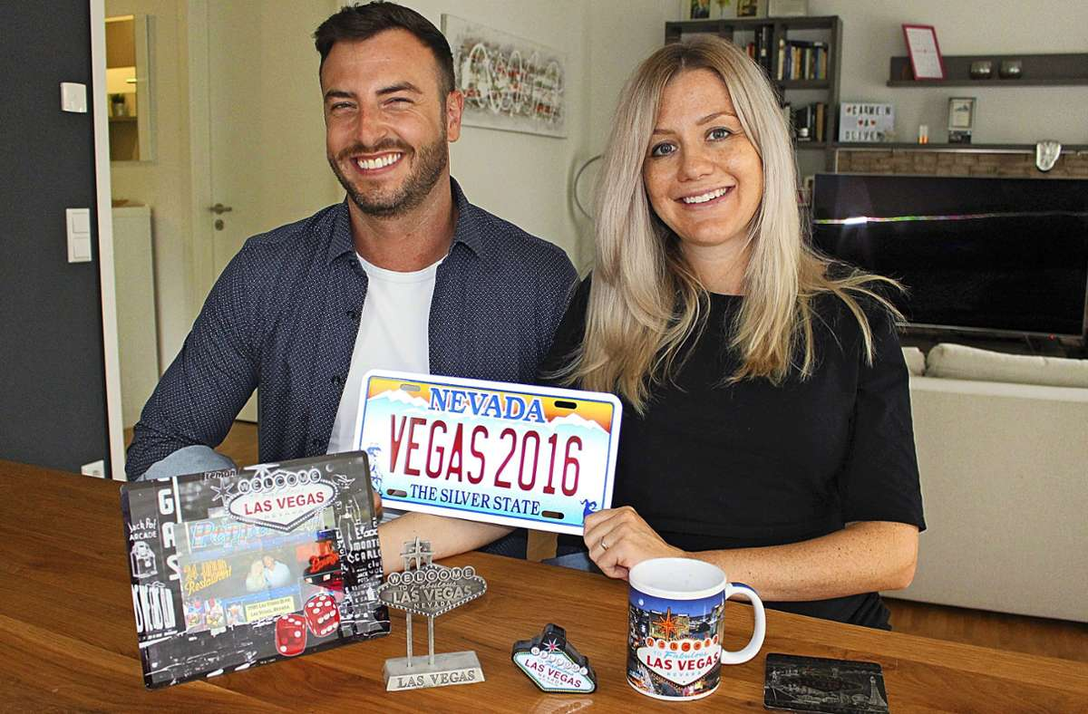 """Das Ehepaar Oliver und Carmen Prill plant über seine Agentur """"Marry Me Vegas"""" für Heiratswillige eine Hochzeit in Las Vegas. Sie haben 2016 selbst dort geheiratet. Foto: Caroline Holowiecki"""