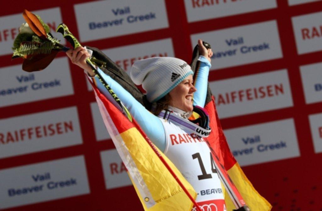 Auf dem Podest: Viktoria Rebensburg holt bei der Ski-WM in Vail Silber im Riesenslalom. Foto: dpa