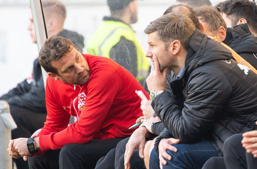 Noch ist die Frist für Markus Weinzierl (links) beim VfB Stuttgart nicht abgelaufen. Foto: dpa