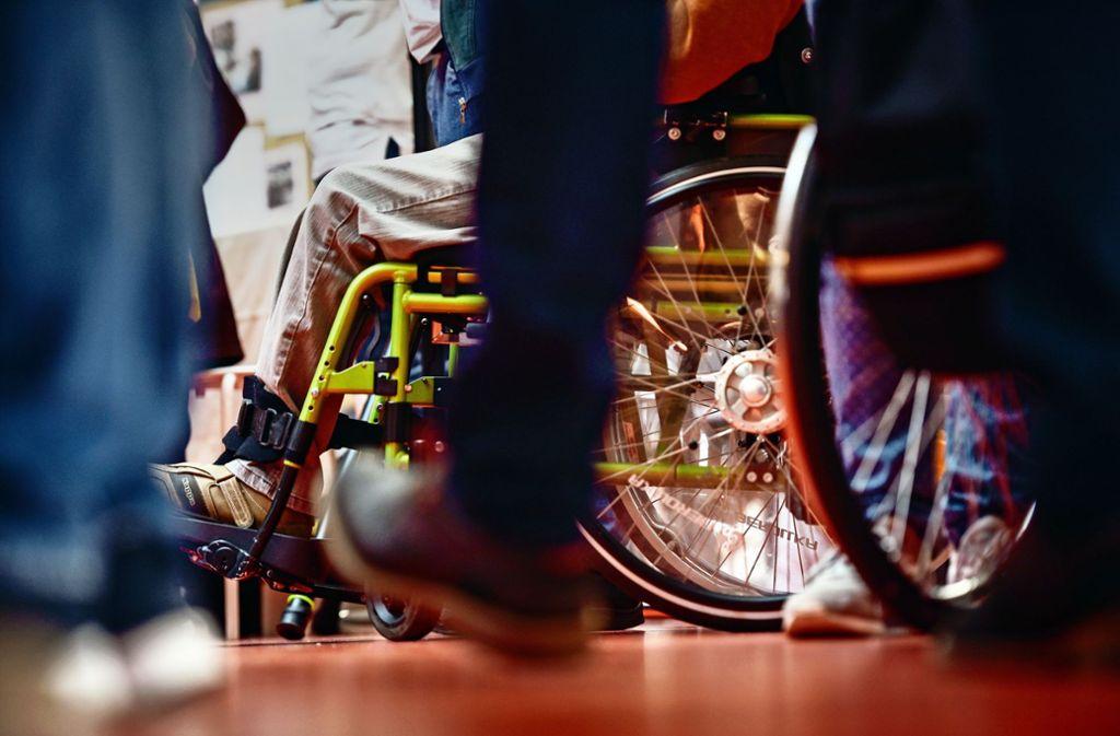 Frau M. benötigt das Schulgeld für behindertes Kind. Foto: Lichtgut/Max Kovalenko