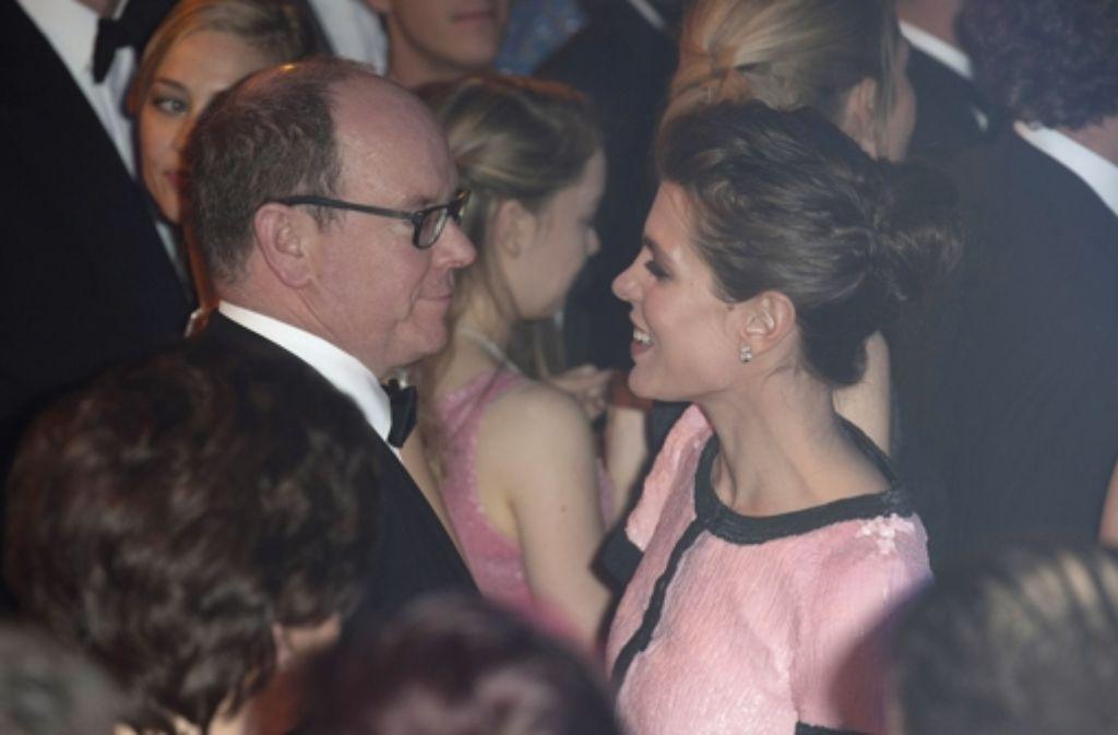 Beim Rosenball in Monaco schwingen Fürst Albert und seine Nichte Charlotte Casiraghi das Tanzbein. Fürstin Charlène fehlte. Foto: Getty Images Europe