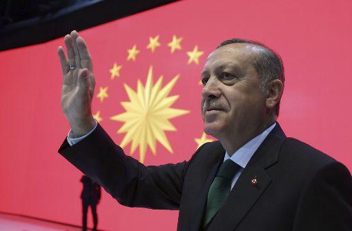Wagenknecht bezeichnet Erdogan als Terroristen, Özdemir warnt