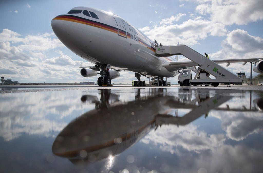 """Eine Panne am Airbus A340 """"Konrad Adenauer"""" sorgte für eine Verspätung von Angela Merkel beim G20-Gipfel. Foto: dpa"""