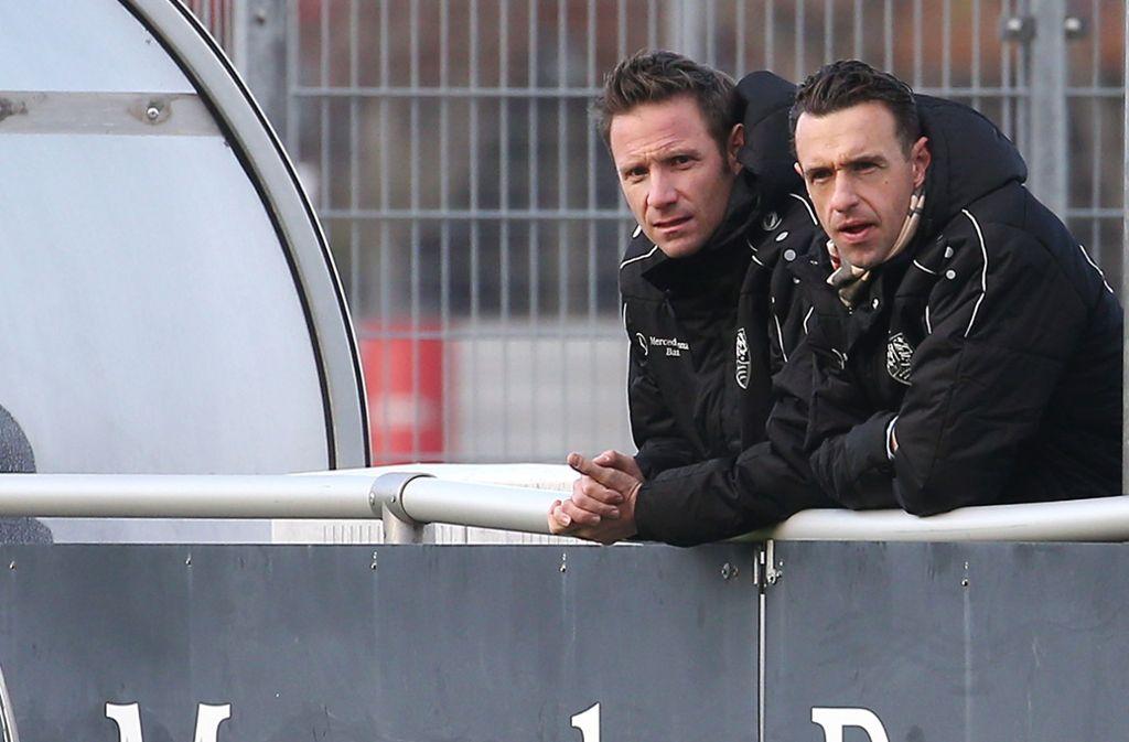 Der Sportliche Leiter Michael Gentner (re.) und Thomas Krücken, Direktor Sport im Nachwuchsleistungszentrum,  suchen nach der besten Trainer-Lösung für die U21 des VfB Stuttgart. Foto: Baumann