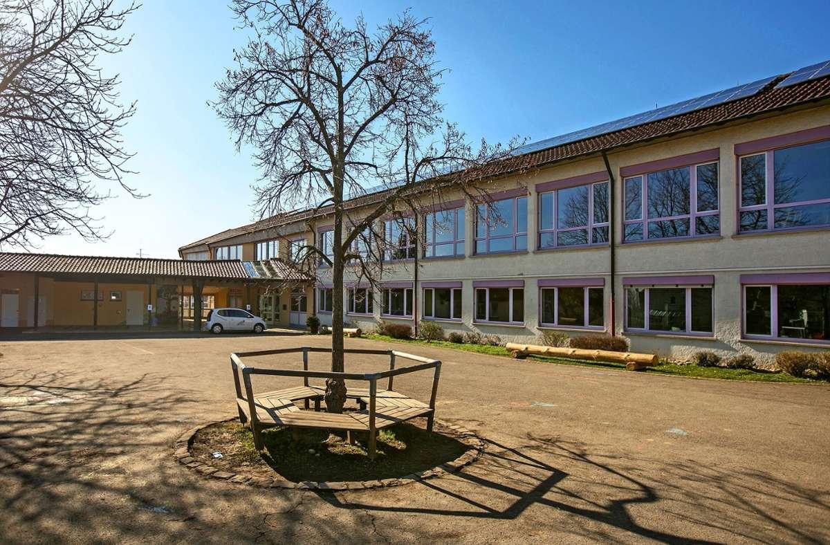 Auf dem Schulhof der Grundschule Hohengehren sollen die Kinder zukünftig mehr Spielmöglichkeiten haben. Geplant ist unter anderem ein Seilnetzturm. Foto: Roberto Bulgrin