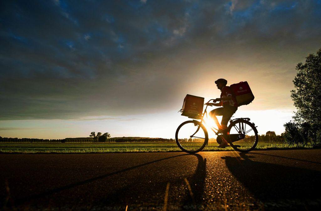 Neben IT-Experten zählen    Kurierfahrer zu den typischen, neuen  Selbstständigen – denen Altersarmut drohen könnte. Foto: www.mauritius-images.com