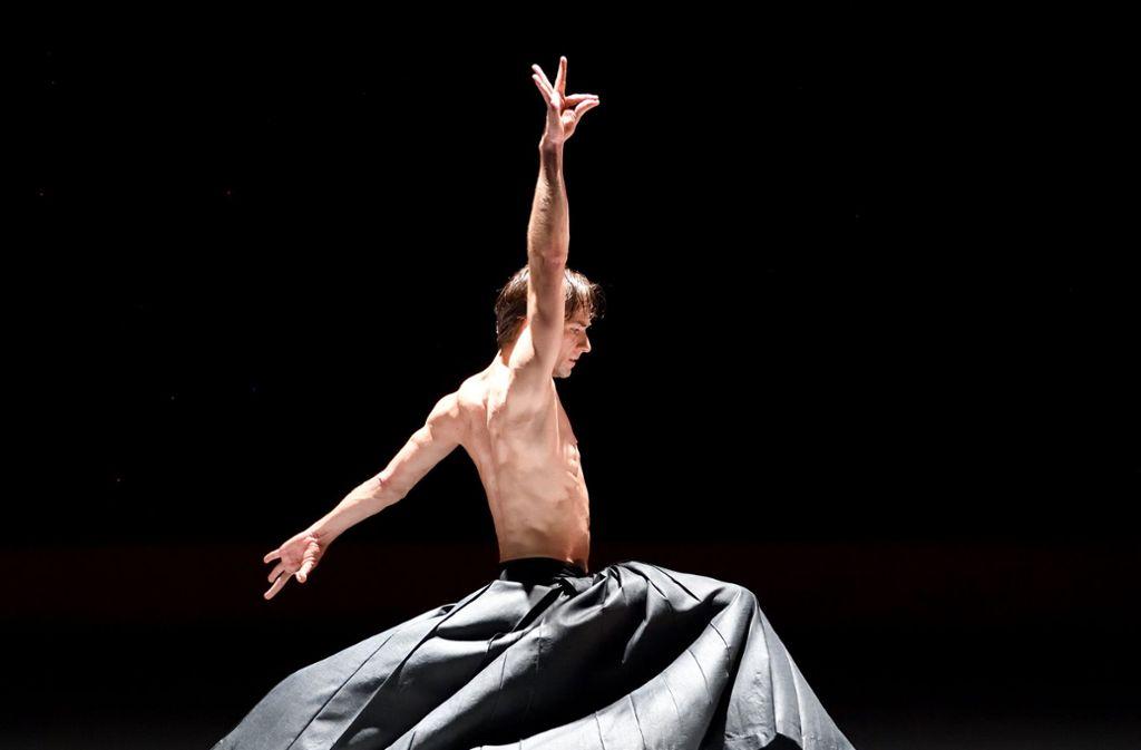 """Friedemann Vogel in Akram Khans Tanzstück """"Kaash"""" Foto: Stuttgarter Ballett"""