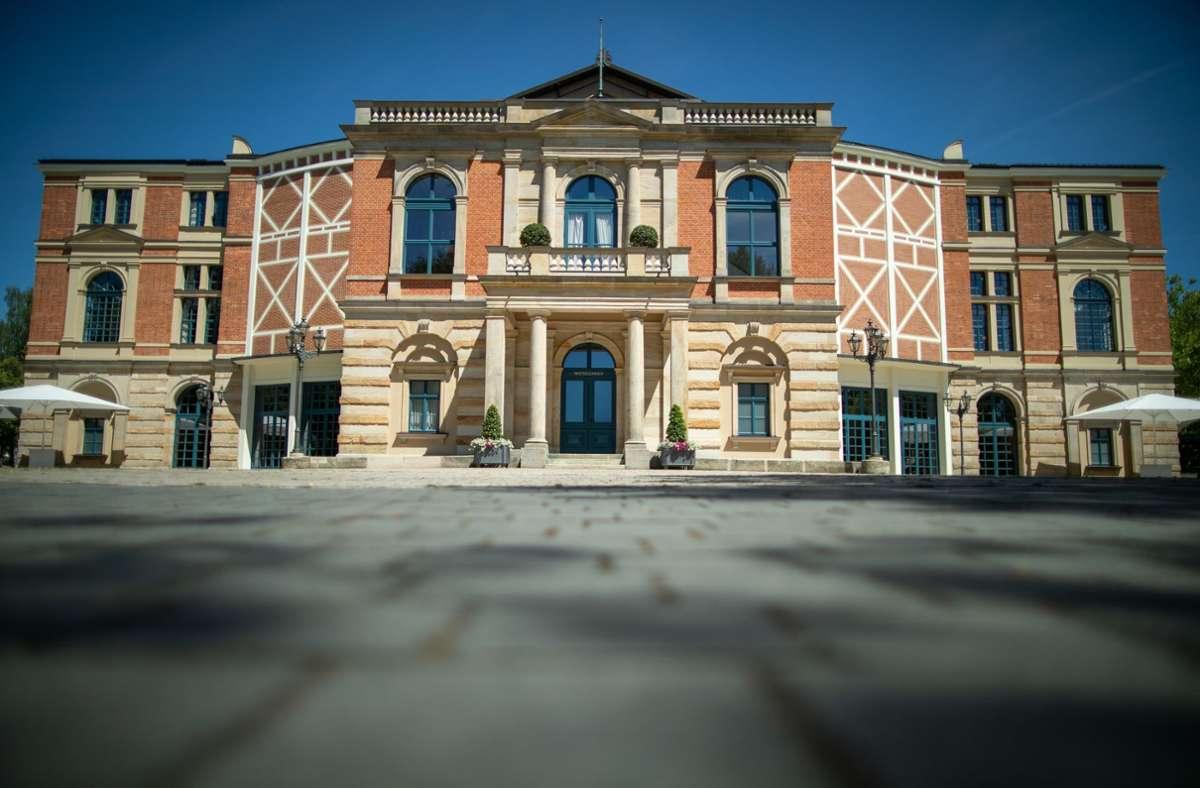 Nicht nur das Festspielhaus selbst ist in Bayreuth betagt – auch die Strukturen sind es. Foto: dpa/Daniel Karmann