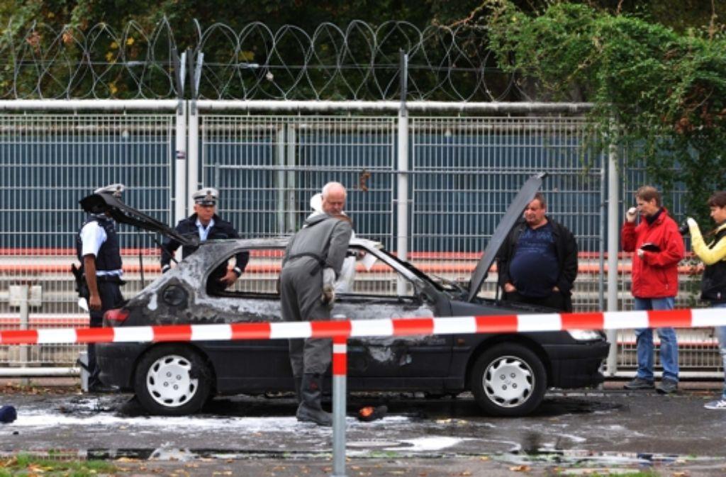 Das ausgebrannte Autowrack von Florian H. wurde am Wasen gefunden. (Archivfoto) Foto: dpa