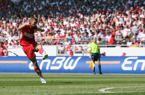 Flanke, Volleyschuss, Tor: Der Treffer von Thomas Hitzlsperger zum 1:1 im Saisonfinale 2006/2007 hatte befreiende Wirkung. Foto: Baumann
