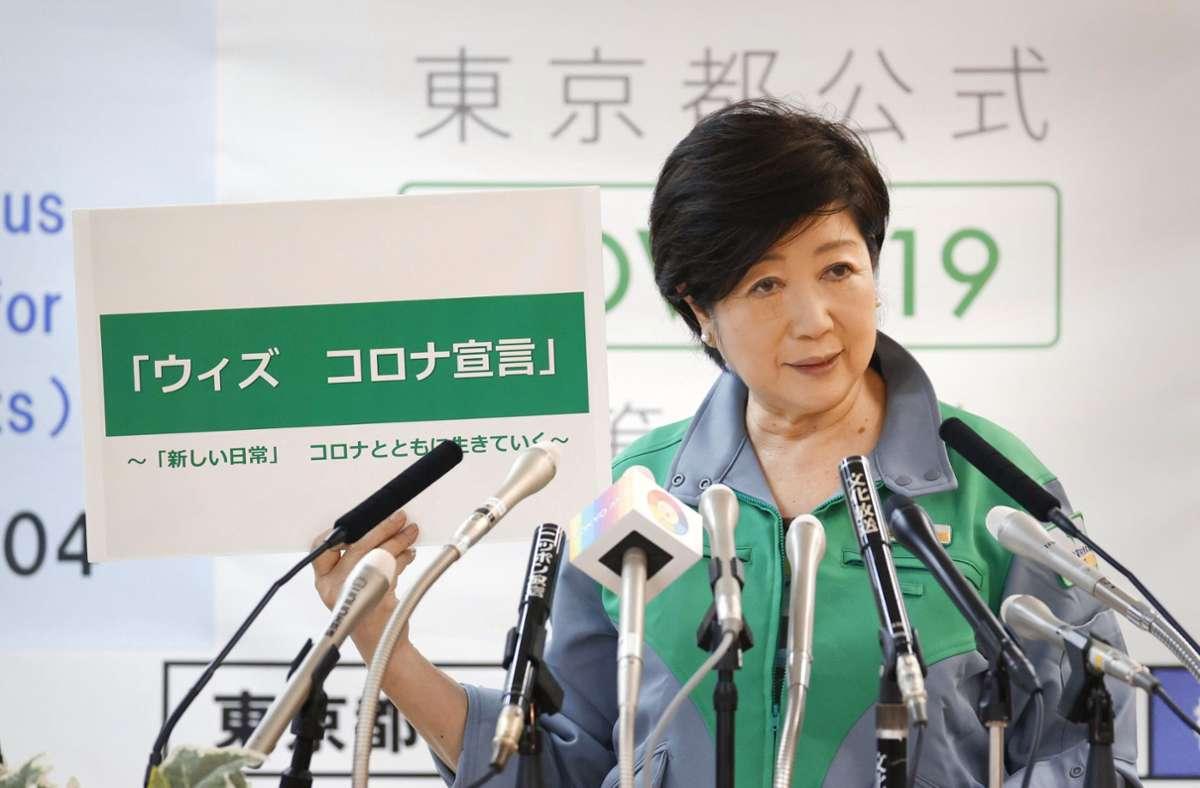Von drinnen nach draußen: Yuriko Koike steuert die Geschicke der Stadt. Sie weiß, was die Menschen umtreibt. Öffentliche Auftritte meidet sie gleichwohl. Foto: