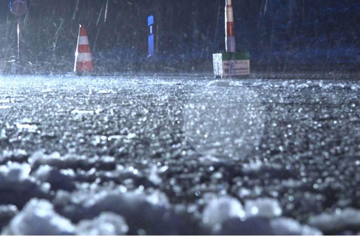 Im Landkreis Esslingen ist in der Nacht zum Dienstag Schnee gefallen. Auf den Straßen war es glatt. Foto: 7aktuell.de/Oskar Eyb/7aktuell.de | Oskar Eyb
