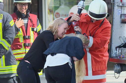 Feuerwehr rettet Friseur-Kundin die Frisur