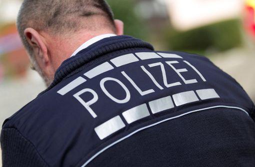 69-Jährigen beleidigt und durchs Autofenster angespuckt