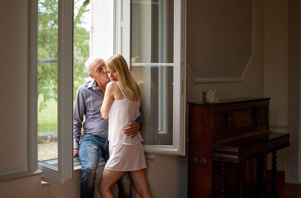 Paare mit großen Altersunterschied werden oft kritisch beäugt. Foto: Ольга/Adobe Stock