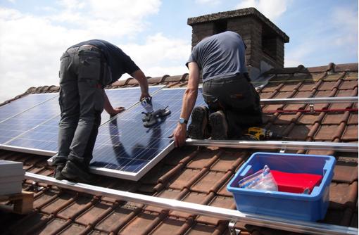 Sowohl die Anlagenplanung als auch die Installation und Inbetriebnahme der Solaranlagen sind in einem Pachtmodell inbegriffen.