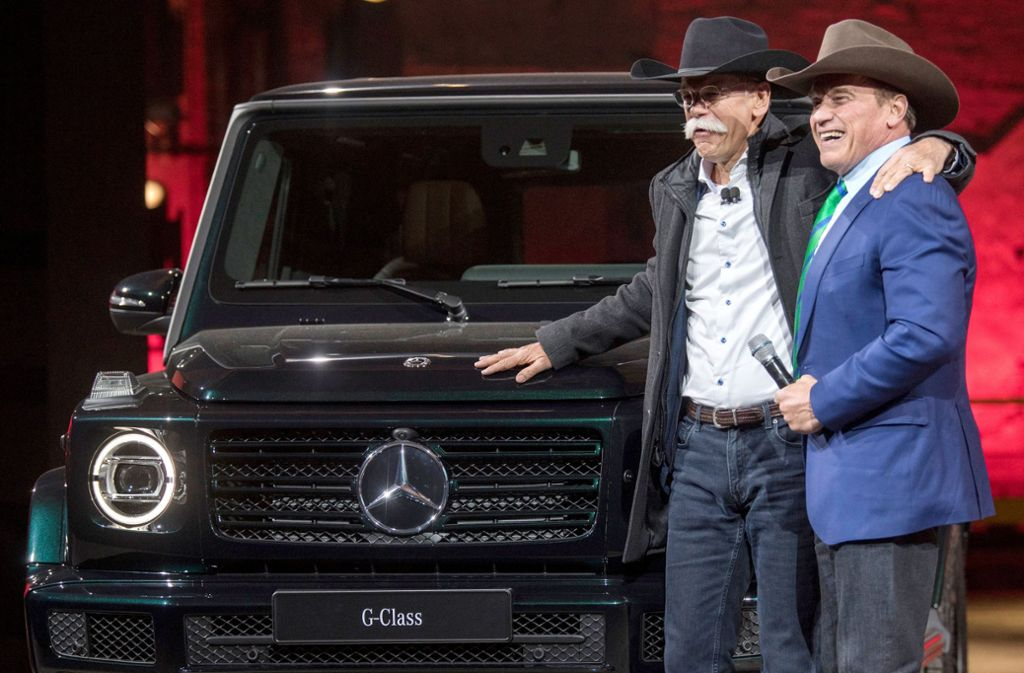 Daimler-Vorstand Dieter Zetsche zeigte sich zum Auftakt der Autoschau in Detroit mit Hollywood-Größe Arnold Schwarzenegger. Foto: dpa