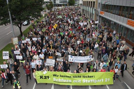 Tausende gehen gegen S21 auf die Straße
