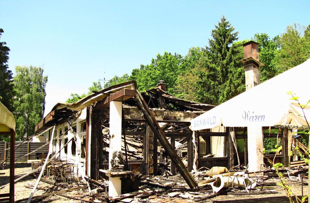 Das Foto entstand nach dem Brand 2017. Nach wie vor steht dort nur der Rumpf. Foto: Rüdiger Ott