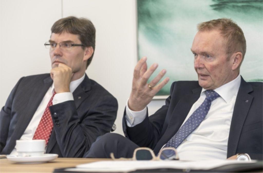 Trumpf will im Auslandsgeschäft eine Doppelbesteuerung vermeiden. Das ist das Ziel von Finanzchef Lars Grünert (links) und Stefan Schuhmann, Leiter Steuern. Foto: factum/Weise