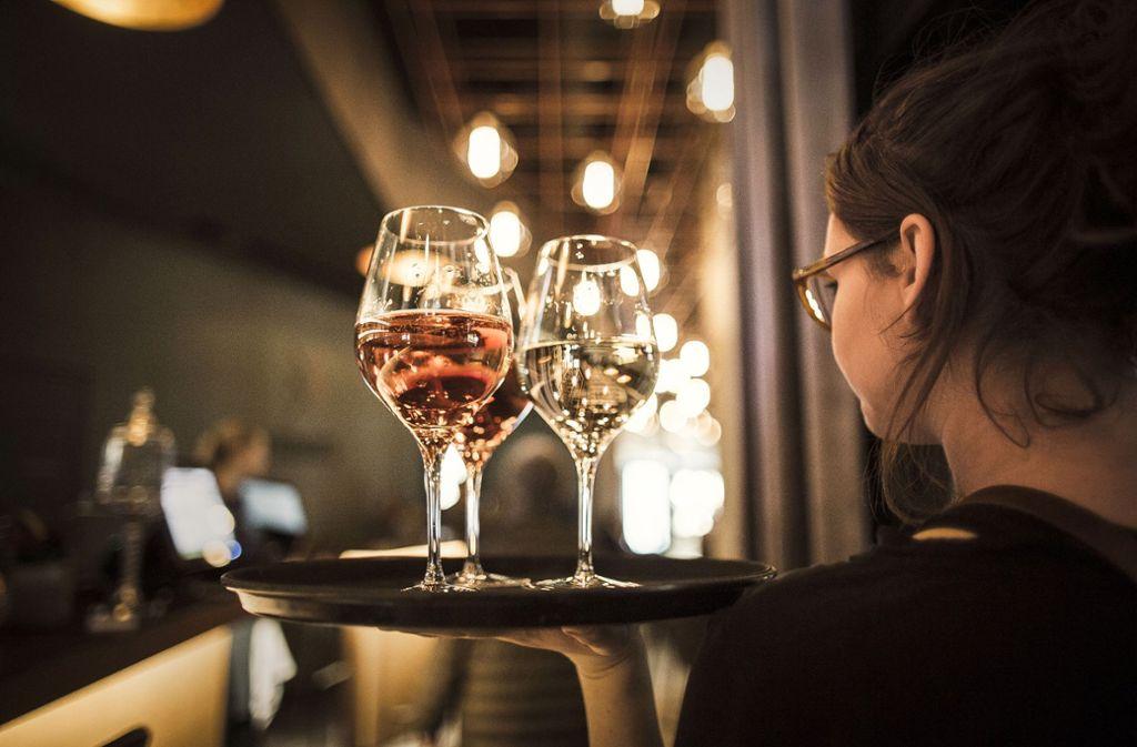 Auch für ein Glas Wein im Lokal gilt künftig eine Bonpflicht. Foto: Lichtgut/Leif Piechowski