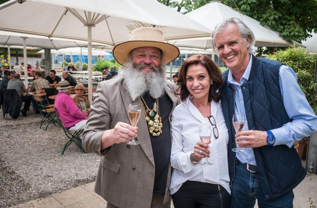 In Feierlaune: Bernd Heidelbauer, Sonja und Konstantin Merz Foto: Lichtgut/Achim Zweygarth