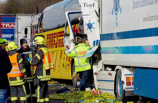 Tote und Verletzte bei Unfall mit Fernbus auf A3