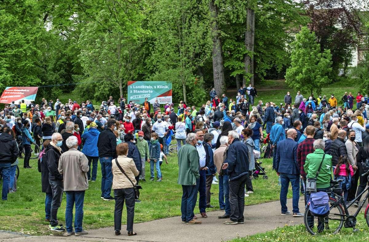 Gut 1000 Menschen haben sich bei einer Demonstration für den Erhalt der Helfenstein-Klinik eingesetzt. Foto: Staufenpress