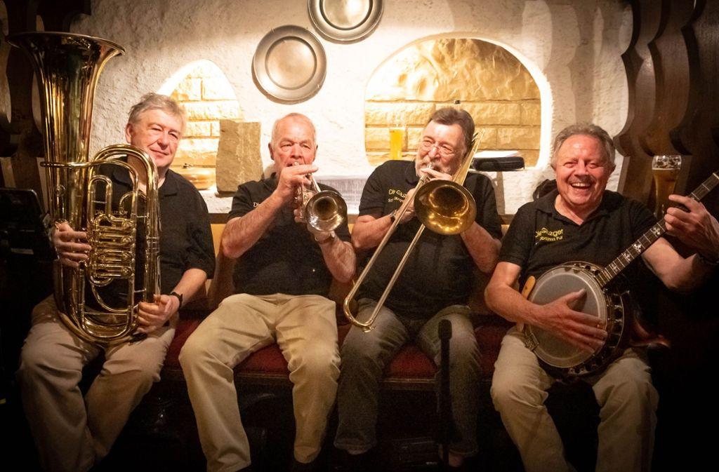 Stimmungskanonen mit 41 Jahren Bühnenerfahrung:     die Jazzer Karl-Otto Schmidt, Rainer Ruf,  Claus Nopper und Rupert Leger (von links) Foto: Lichtgut/Julian Rettig