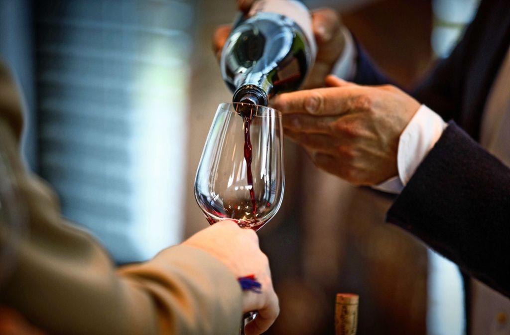 In der Schwabenlandhalle sind edle Rotweine ausgeschenkt worden. Foto: Gottfried Stoppel